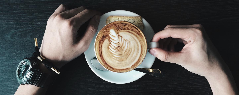Italiani e caffè: le abitudini in viaggio